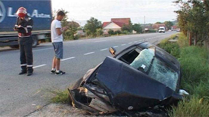 Un tânăr din Hârtop beat rupt s-a oprit cu mașina într-un podeț. Șoferul avea o alcoolemie de 1,10 la mie