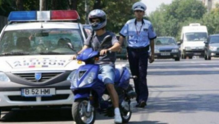 Mopedist băut și fără permis de conducere depistat la Siret
