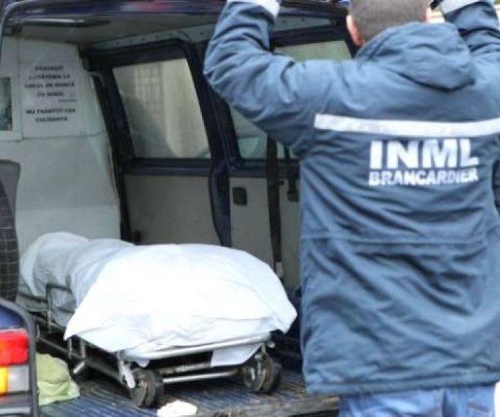 O femeie din Mălini a stat trei ore în casă cu cadavrul soțului ei crezând că acesta doarme