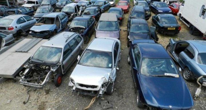Metodă de înșelare a polițiștilor: după ce a produs un accident rutier, un șofer din Gura Humorului a vândut mașina avariată unui centru de dezmembrări