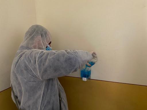 Fălticenenii sunt rugați să utilizeze corect dispenserele din scările de bloc