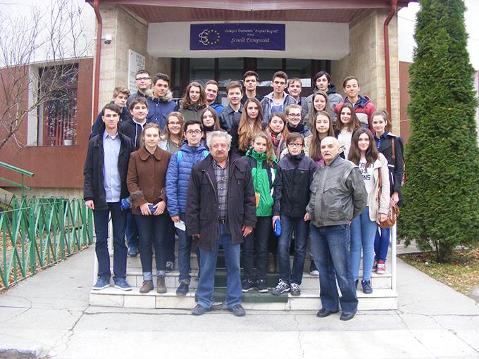 elevi Colegiul National Stefan cel Mare Suceava noiembrie 2015