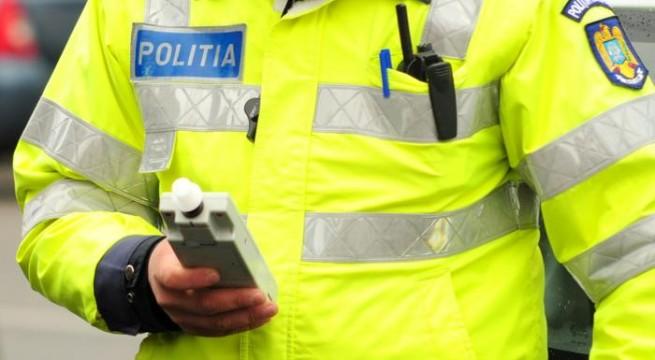 Un conducător auto în stare de ebrietate a tamponat o autoutilitară parcată, la Suceava