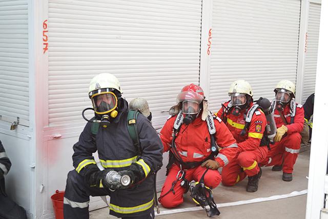 Exerciții ISU de prim ajutor la Carrefour Suceava