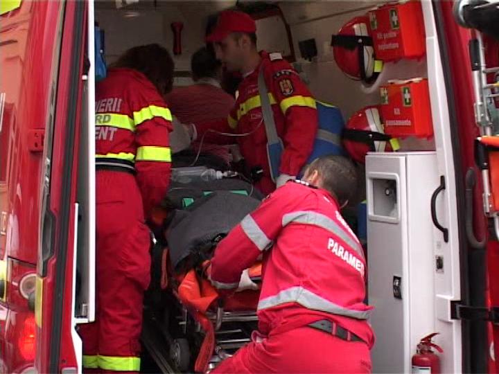 Femeie accidentată după o tamponare între două vehicule, la Grănicești