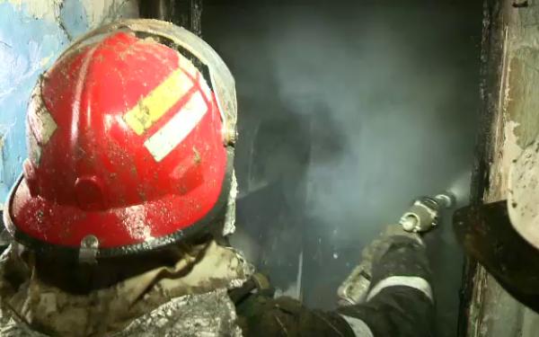 Incendiu într-un apartament din Suceava provocat de un scurtcircuit la o friteuză