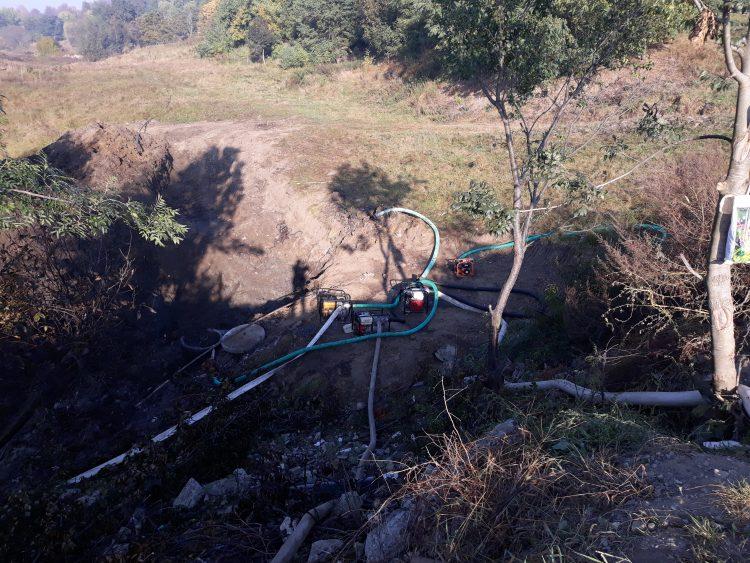 """FOTO / Continuă deversările de ape uzate în pârâul Târgului.Directorul ACET Fălticeni: """"Probabil s-au făcut teste la apa murdară"""""""
