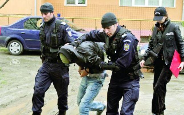 Polițiștii suceveni au reținut un sibian pentru înșelăciune și fals în înscrisuri