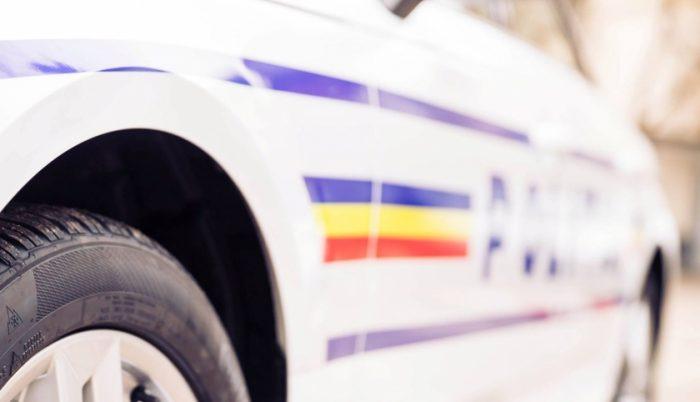 Două persoane rănite după ce o mașină a ieșit în decor, la Salcea