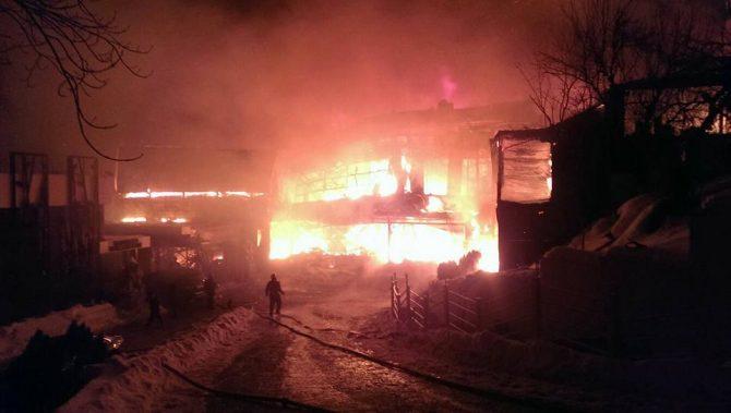 Zeci de persoane rănite într-un incendiu produs în clubul bucureștean Bamboo