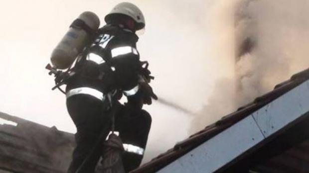 Casă afectată de incendiu în municipiul Suceava