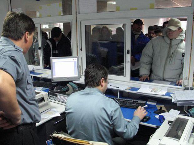 Mai multe rezervări online la înmatricularea autovehiculelor, la Suceava.Rezervările din ianuarie și februarie vor fi reprogramate.