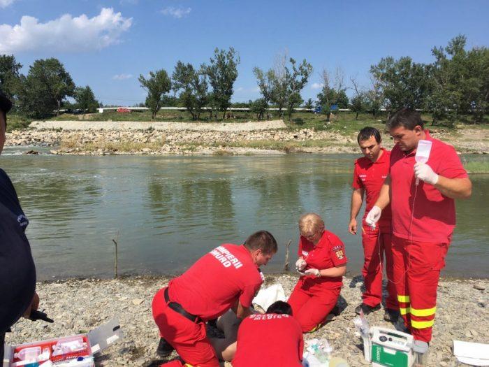 Femeie salvată de la înec de pompierii militari, la Dolhasca