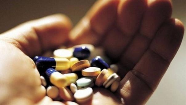 Tânără din Baia intoxicată cu medicamente