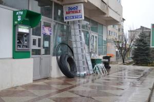 marfa scaosa pe trotuar, Falticeni 06.03.2014 4