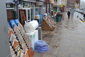marfa scoasa pe trotuar Falticeni, 06.03 (1)