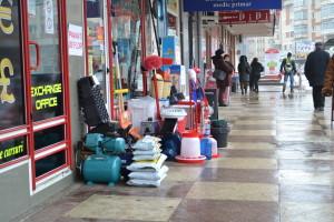 marfa scoasa pe trotuar Falticeni, 06.03 (2)