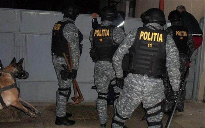 """Verificări cu """"mascații"""" Poliției la autoizolații la domicilile din Liteni: amenzi de 13.000 lei"""