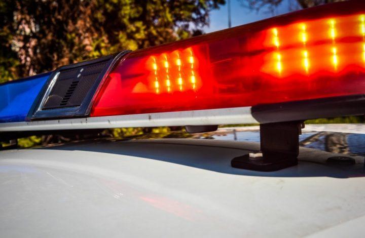 Muncitor prins la furat, la Slatina. Bărbatul era urcat pe acoperișul unor hale dezafectate