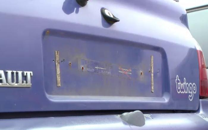 Tupeu sau prostie? Bărbat din Dolhasca, prins fără permis la volanul unei mașini fără plăcuțe de înmatriculare