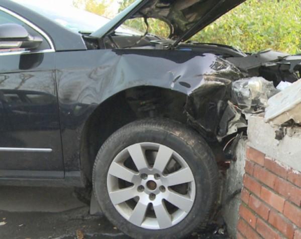Un șofer băut a dărâmat un gard, la Putna