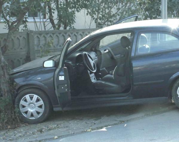 Șofer băut cu mașina în gard, la Straja