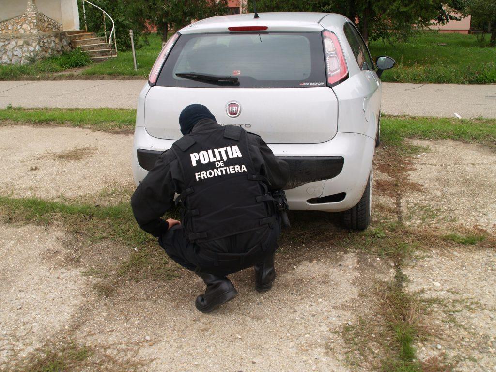 Autoturism Fiat Punto furat din Italia, depistat în P.T.F. Siret
