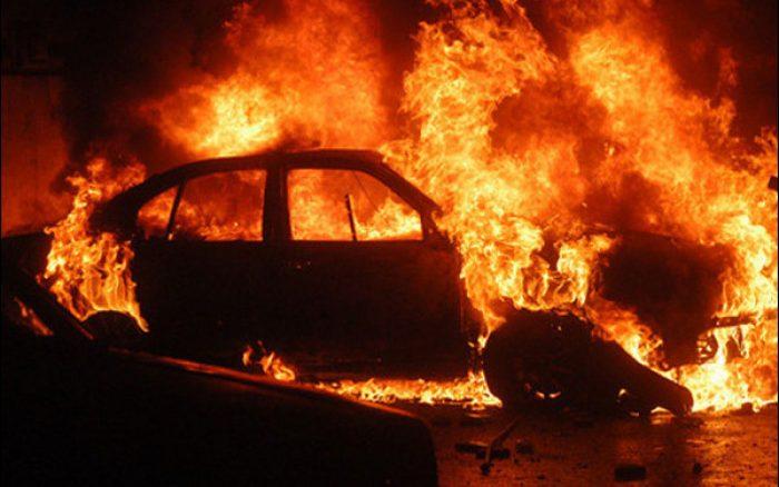 Autoturism în flăcări la o vulcanizare din municipiul Suceava
