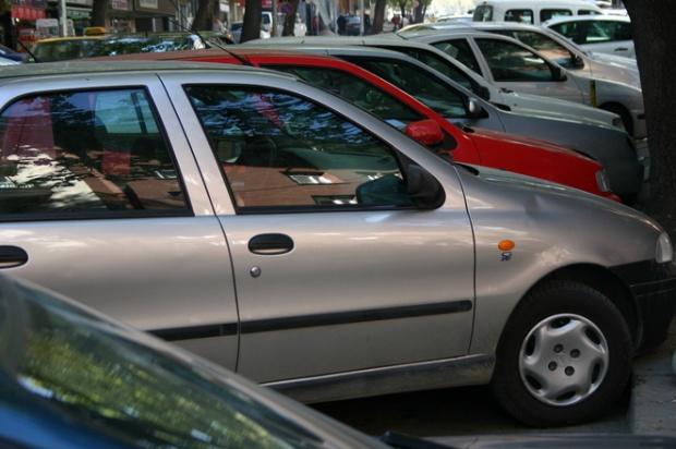 Partidul Verde îi cere primarului Lungu să nu mai permită parcarea autovehiculelor pe trotuare