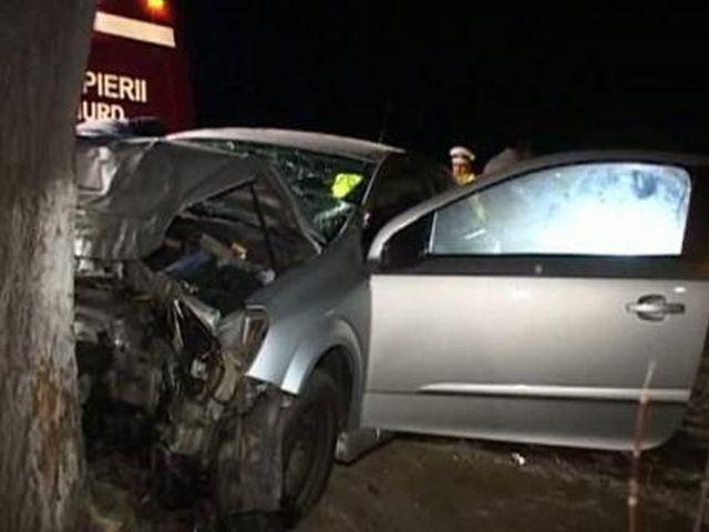 Doi pasageri răniți după ce autoturismul în care se aflau s-a izbit într-un copac, la Iaslovăț