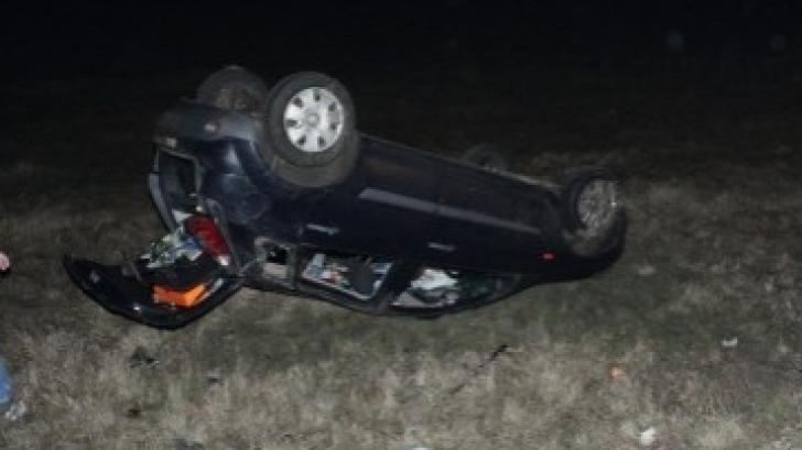 Șofer fugit de la locul accidentului, după ce s-a răsturnat cu mașina la Todirești