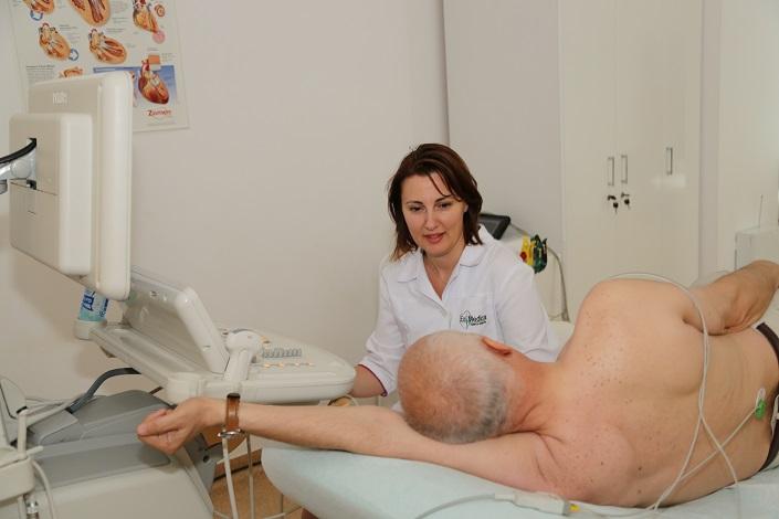 """DSP: """"De la 1 mai validarea serviciilor medicale se va efectua prin prezentarea cardului sau a adeverinţei de asigurat"""""""