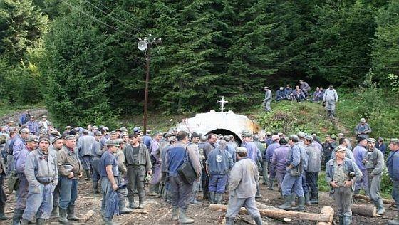 Grevă la mina de uraniu Crucea.Minerii nu și-au mai primit salariile de două luni