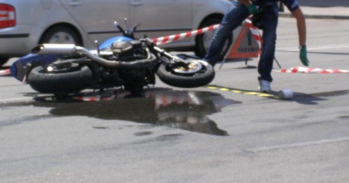 Motociclist rănit după ce a căzut pe carosabil, la Capu Câmpului