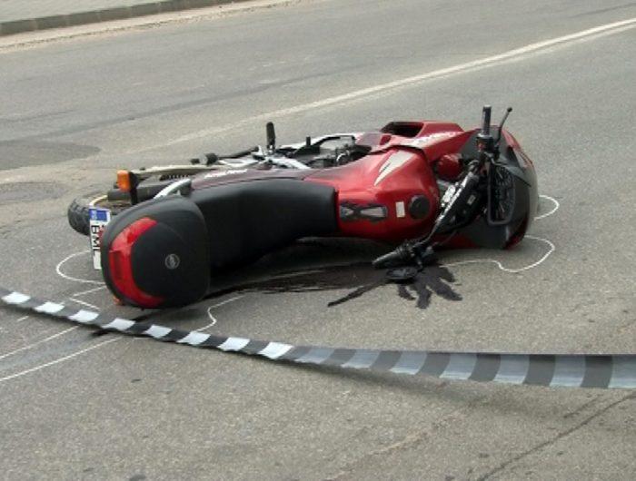 Motociclist ucrainean rănit după ce s-a răsturnat și a lovit o autoutilitară, la Iacobeni