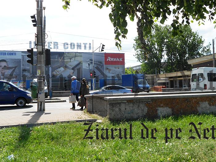 Aberație rutieră la Suceava: trecere de pietoni deasupra unui pasaj subteran!