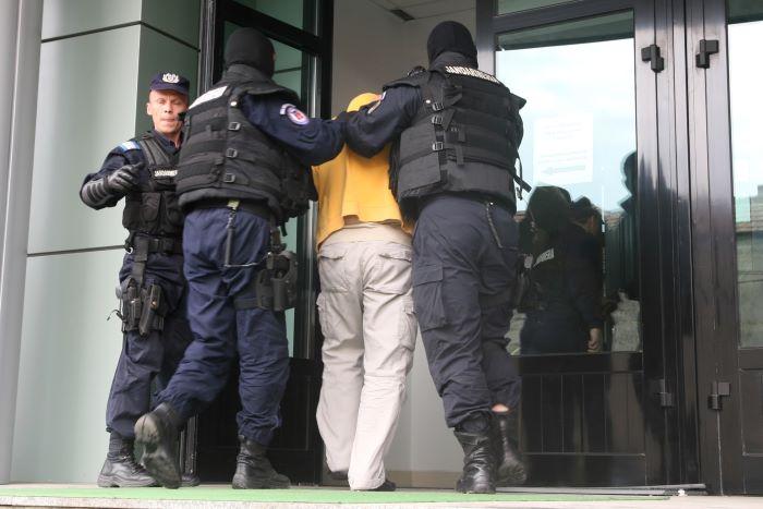 Pedofil din Vadu Moldovei, arestat pentru pornografie infantilă. Individul a convins o copilă de 9 ani să-i trimită fotografii în ipostaze sexuale explicite