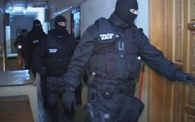 Percheziții la un abator din județul Suceava într-un caz de procurare de documente false care permiteau sacrificarea animalelor