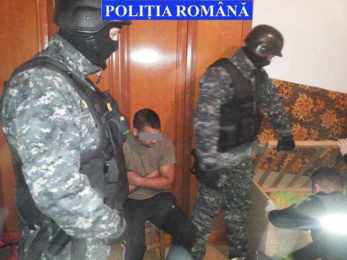 20 de percheziții domiciliare la Dornești și Rădăuți pentru destructurarea unei rețele de cărăușie a țigărilor de contrabandă. Marfa era depozitată în județul Suceava și expediată în Franța