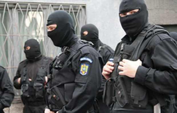 Percheziții în județul Suceava pentru destructurarea unei grupări infracționale care vindea autovehicule second-hand