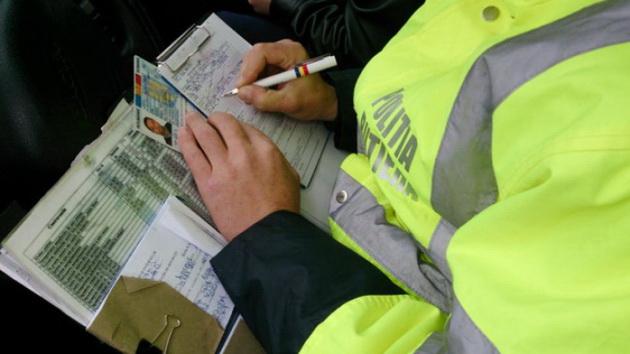 Un șofer din Preutești a prezentat polițiștilor un permis de conducere fals de Lituania