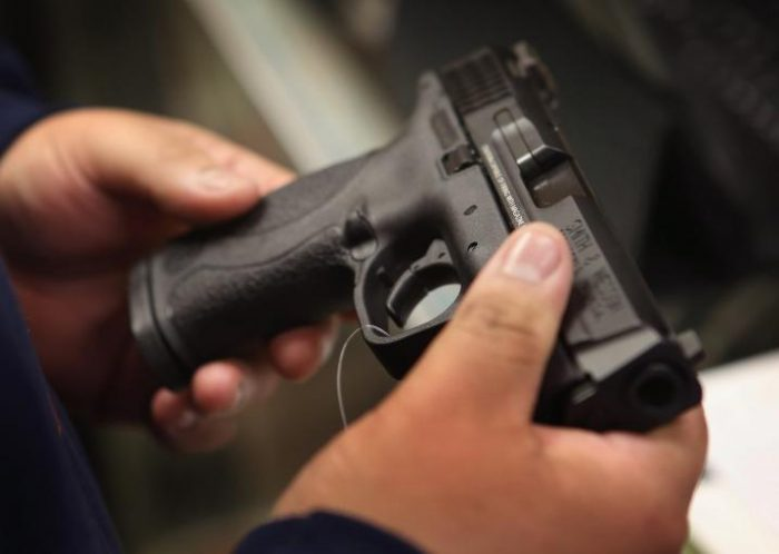 Pistol neletal ridicat de polițiști de la un sucevean