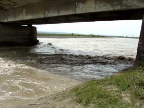 Trecerea provizorie prin râul Suceava, din zona podului de la Verești, afectată de creșterea debitului