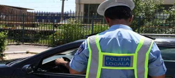 Fălticenean beat rupt oprit de un echipaj al Poliției Locale. Bărbatul mergea în zig-zag cu mașinape strada Pleșești Gane