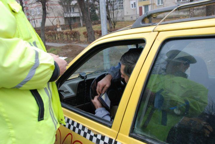 Pasager în taxi accidentat după o tamponare la Vatra Dornei
