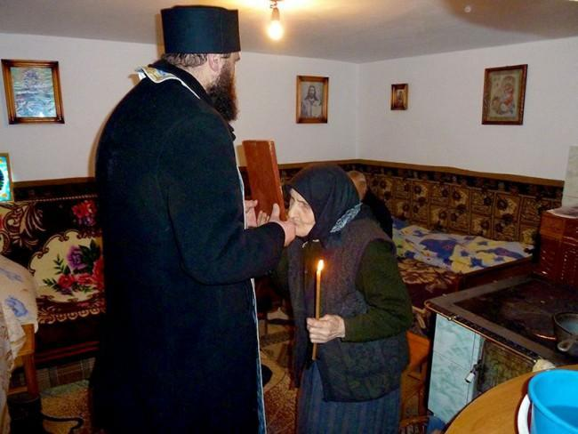 De Crăciun, preoții vor atrage atenția credincioșilor asupra folosirii lumânărilor