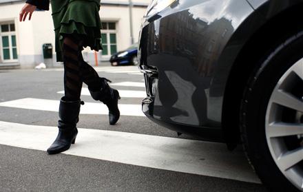 Minore lovite de autovehicule pe când traversau strada, la Marginea și Arbore