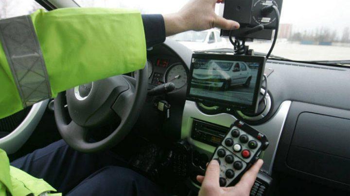 Tânăr fără permis prins cu 124 km/h pe DN 17, la Șcheia