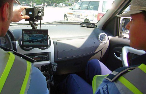 """Conducător auto fără permis """"prins"""" de radar cu 126 km/h în Câmpulung Moldovenesc"""