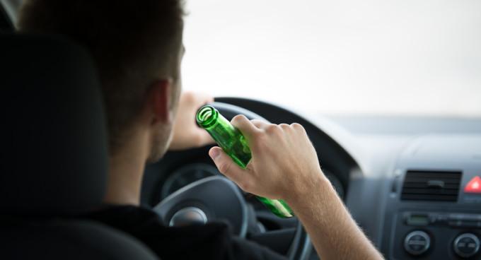 Tupeu maxim: șofer băut și fără permis la volanul unui autoturism fără asigurare și ITP, la Salcea